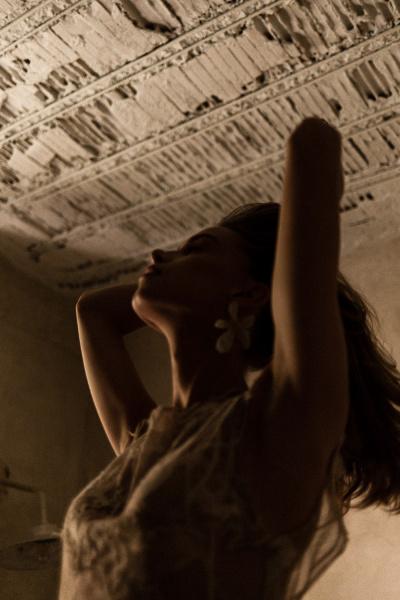 photography: George Stratigis | model: Leva c/o Dmodels Athens | dresses: Alexia Kirmitsi | usage: Ellwed
