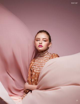 photography: Sascha Schäfer | hair: Rima Sium | model: Franka c/o Brodybookings | usage: MOEVIR Magazine Paris