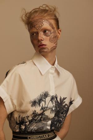 photography: Stefan Kapfer   hair & make-up: Tanja Kern   model: Emily Lipton   usage: ELLE Serbia